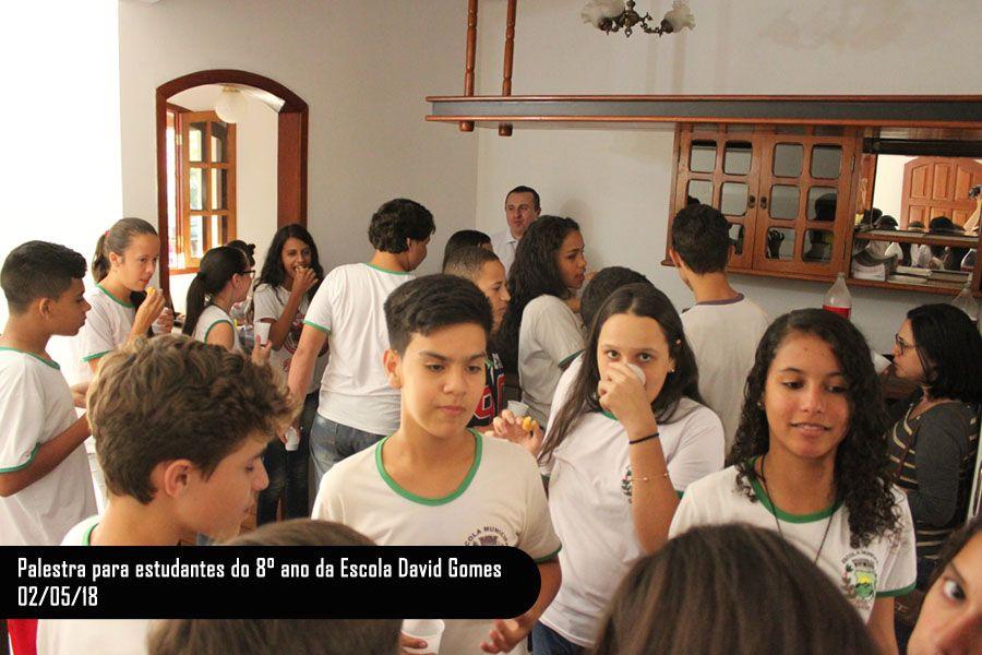 Palestra para estudantes do 8º ano da escola David Gomes