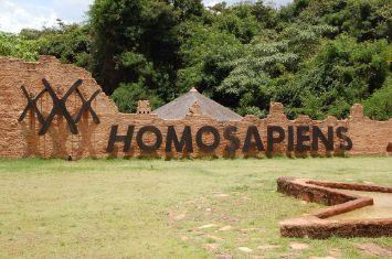 Placa HomoSapiens - Sede Rio Acima
